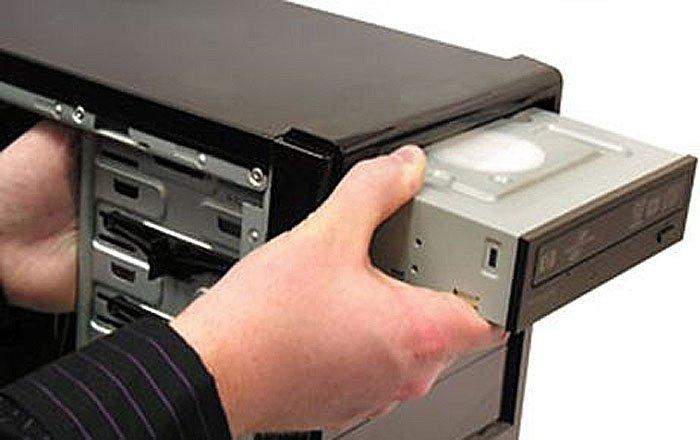 kak-podkljuchit-diskovod-k-kompjuteru-0eb2507.jpg